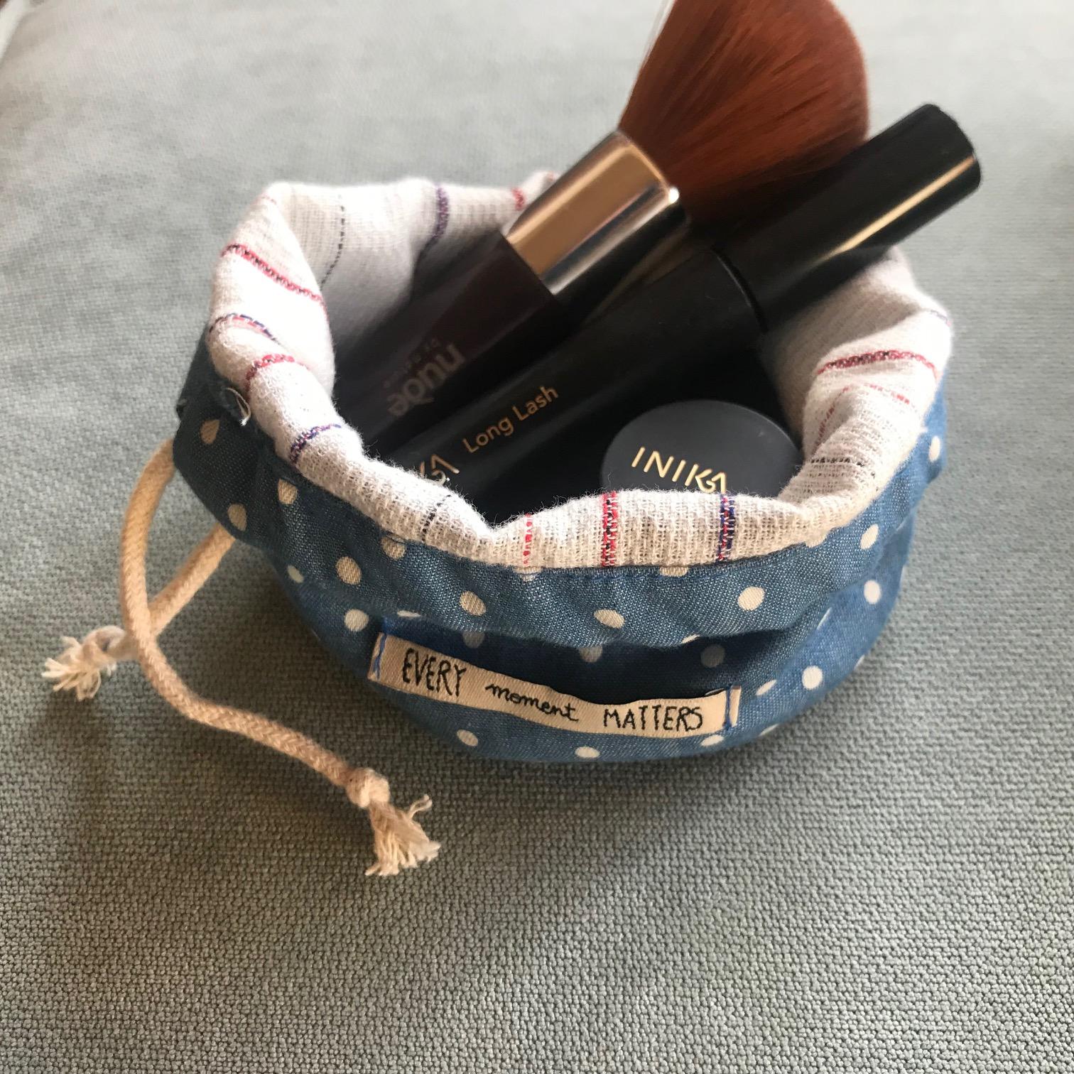 Travel light make-up